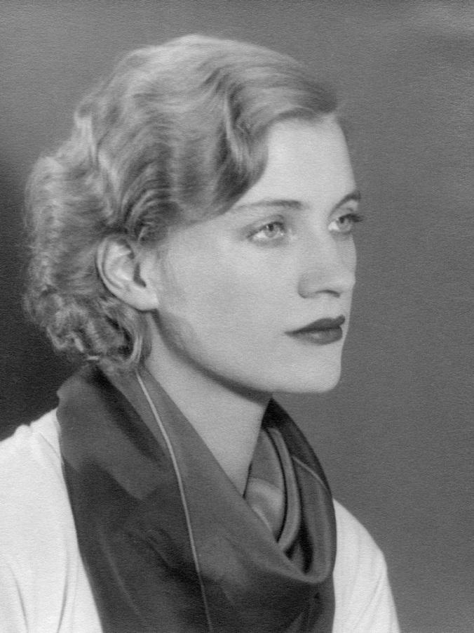 Lee-Miller-Self-portrait-Parigi-1930-ca.-_-Lee-Miller-Archives-England-2017