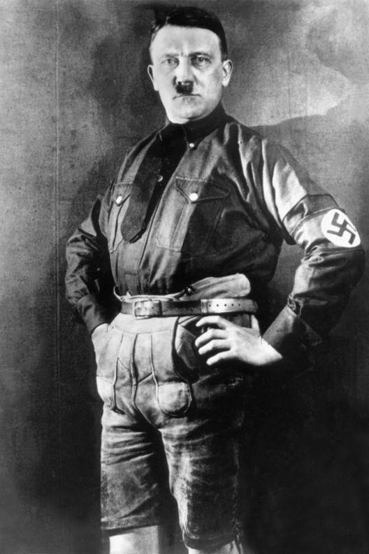 Adolf_Hitler_mit_Lederhose